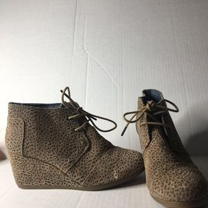 Toms desert cheetah print wedge ankle boots. S 9